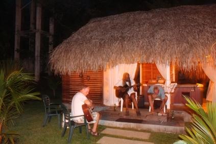 After dinner musica.