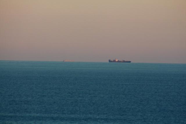 ships 10